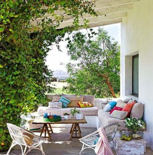 sch ne farbenfrohe veranda ideen gem tliche sitzecke. Black Bedroom Furniture Sets. Home Design Ideas