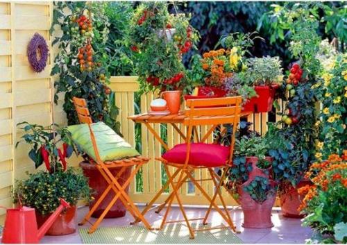 farbenfrohe veranda ideen design holz möbel rot