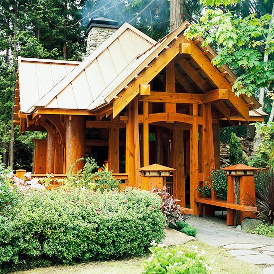 gartenhaus holz rustikal einzigartig massiv steinig schornstein