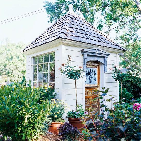 gartenhaus holz weiß pflanzen retro schick klein praktisch