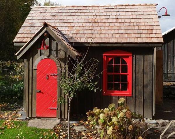 gartenh user aus holz sch nes und kompaktes gartenhaus im hinterhof. Black Bedroom Furniture Sets. Home Design Ideas