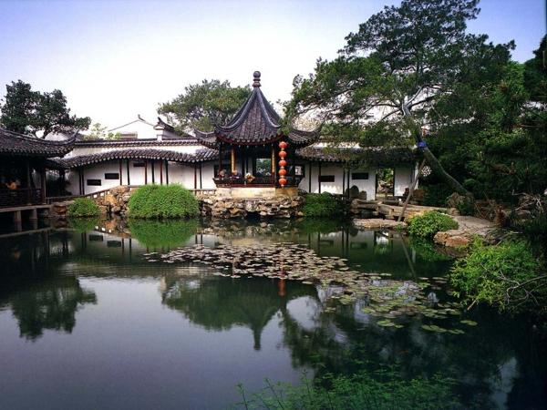 gartenhaus teich asiatisch laub baum