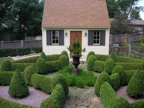 Gartenhäuser aus Holz gartenkunst busch grün laub