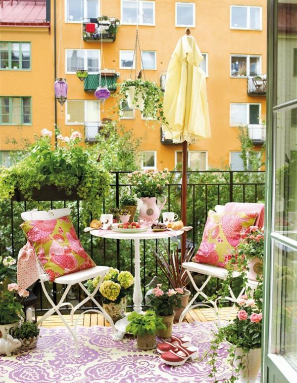 hängenden garten auf balkon gestalten kleingarten bunt grell