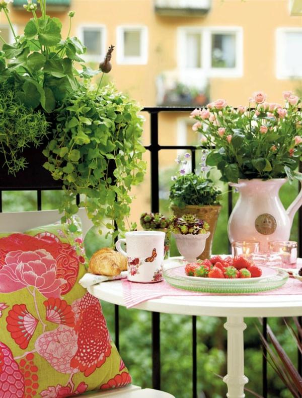 hängenden garten auf balkon gestalten kleingarten frühstück