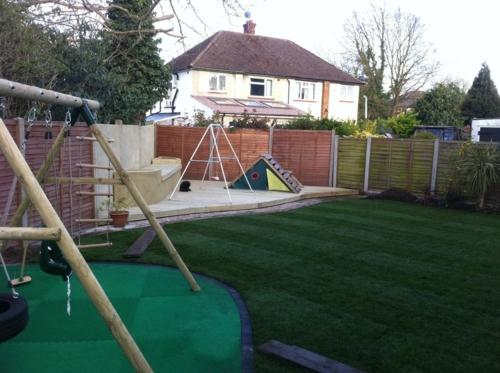 Kinderspielplatz im hinterhof   praktisch und traumhaft