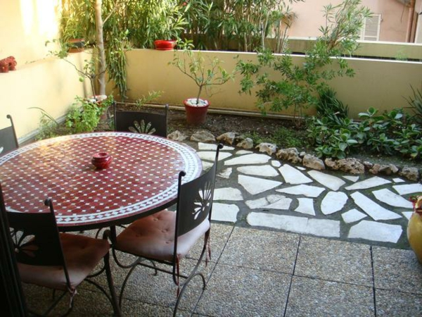 kleiner balkon schn gestalten innenr ume und m bel ideen. Black Bedroom Furniture Sets. Home Design Ideas