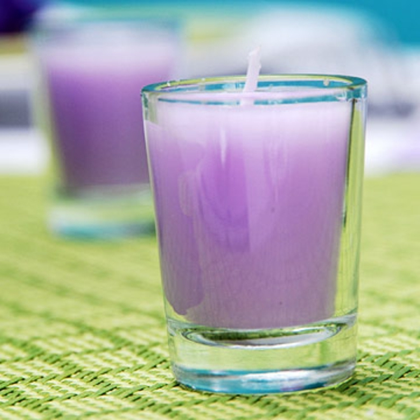 muttertag tisch deko ideen lavendel frisch lila kerzen