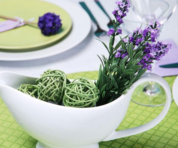 muttertag tisch deko ideen lavendel frisch lila schale keramisch