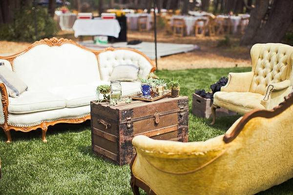 Outdoor Lounge Area Mit Einem Knappen Budget Einrichten