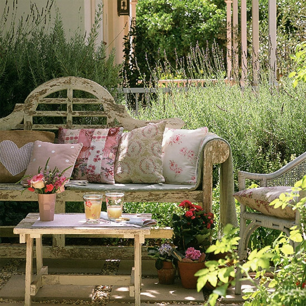 outdoor lounge area vintage ausstattung