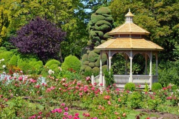 Pergola Im Garten Ein Perfekter Schattenspender Im Sommer