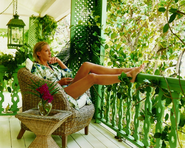 Pflanzen für den Balkon hängen rosa gemütlich erholen