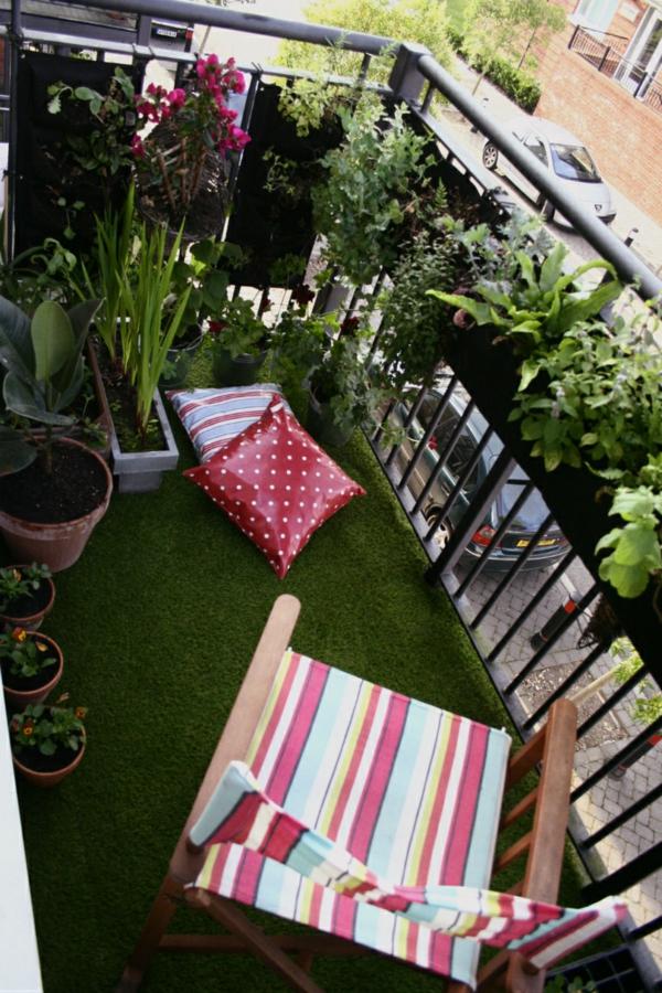 pflanzen für balkon hängen rosa kunstgras