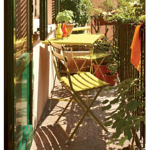 praktische balkon ideen bunt gelb motive stuhl klapptisch