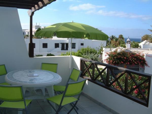 praktische balkon ideen erholen grün klappmöbel