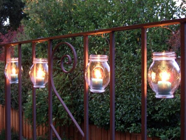 praktische balkon ideen holz leuchten kerzen