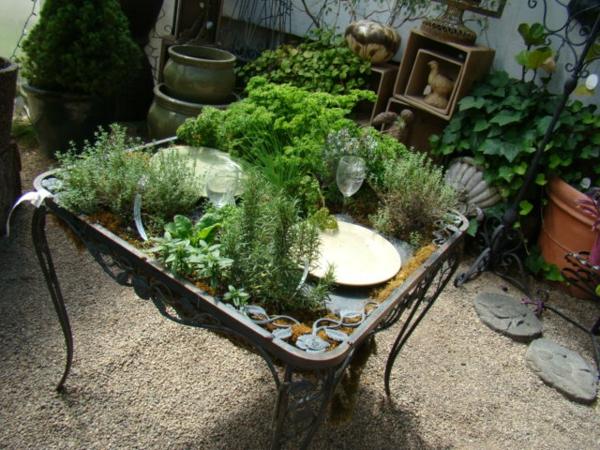 coole pflanzen und gartenkunst  ideen baum tisch