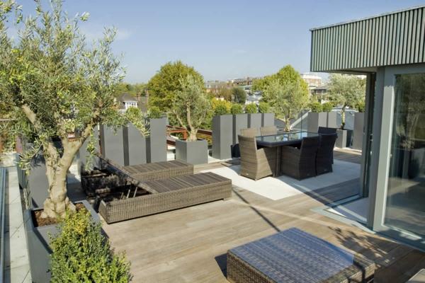 sichtschutz terrasse beige auflage grau gefäß rattan