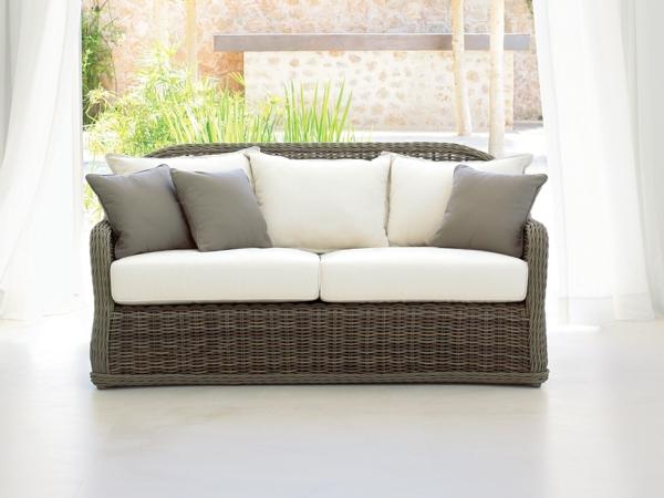 sofa im garten rattan braun weiß auflage