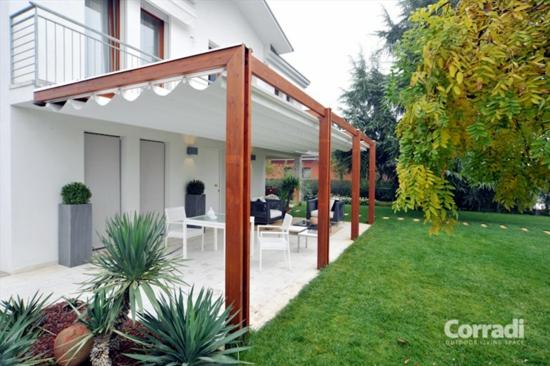 coole terrassenüberdachung veranda schutz sofa wohnbereich