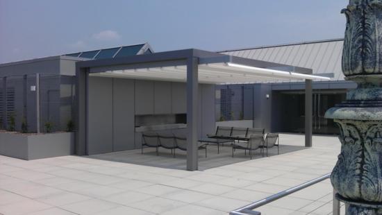 coole terrassenüberdachung hochmodern garten design grau