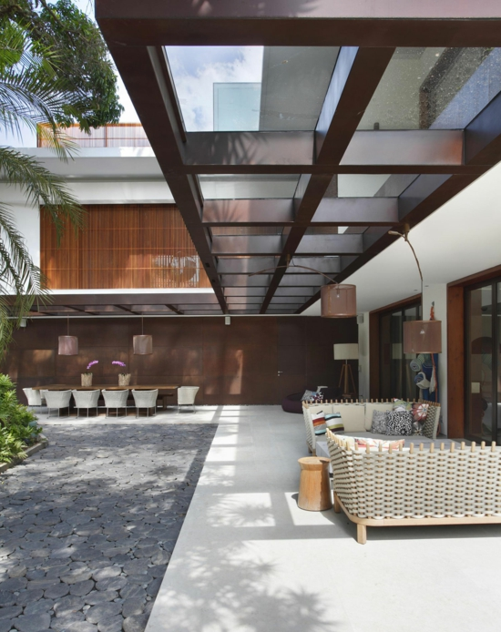coole terrassenüberdachung hochmodern garten design markise braun