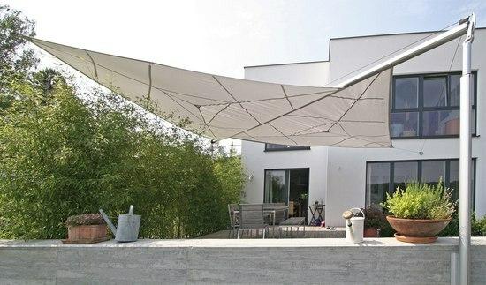 terrasse sonnensegel schattenspender designer ideen hinterhof. Black Bedroom Furniture Sets. Home Design Ideas