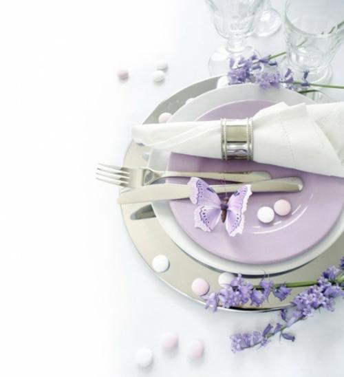 Tisch Deko Ideen zum Muttertag lila schmetterlinge