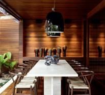 Veranda aus Holz mit Glaswänden – traumhafte Sommermomente