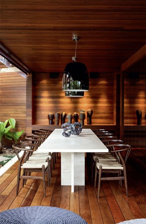 veranda aus holz holzboden außenmöbel essbereich