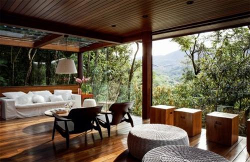 veranda aus holz holzboden außenmöbel sofa
