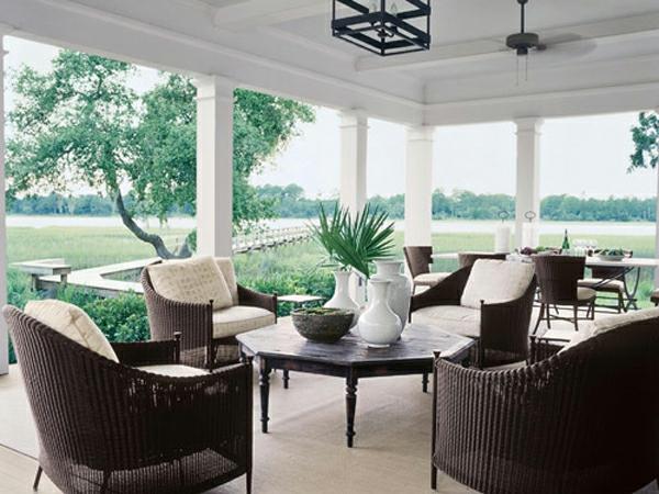veranda design ideen holz tisch samt dunkel gartenmöbel