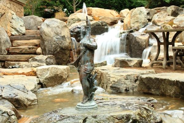 wasser garten ideen cool kunst brunnen statue