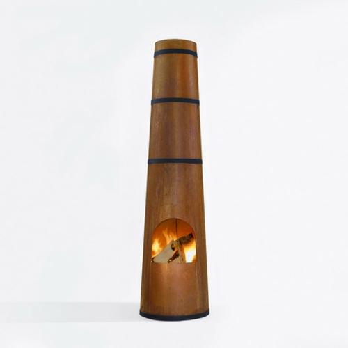 Outdoor Holz Kaminofen in Form von Schornstein anzünden