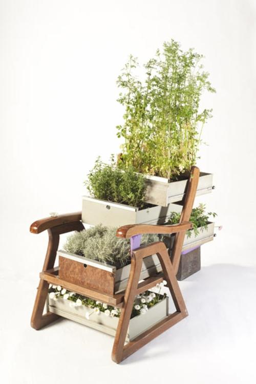 Recycelte Möbel als Pflanzen Behälter verwendet holz stuhl