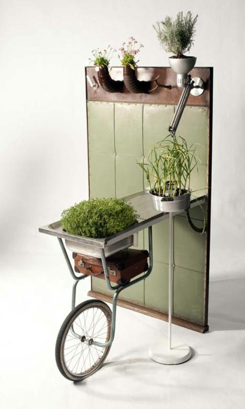 Recycelte Möbel als Pflanzen Behälter verwendet rad metall