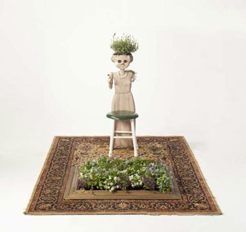 Recycelte Möbel als Pflanzen Behälter verwendet teppich
