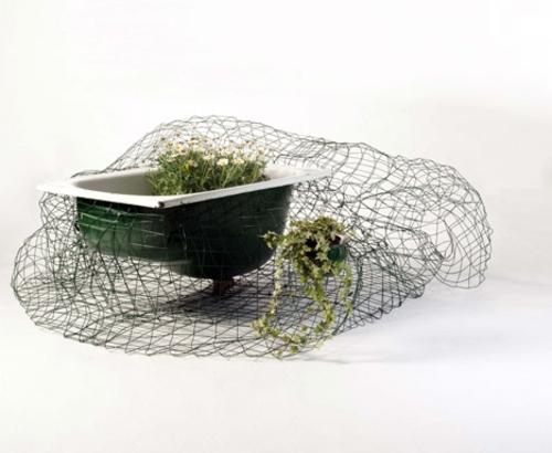 Recycelte Möbel als Pflanzen Behälter verwendet waschbecken