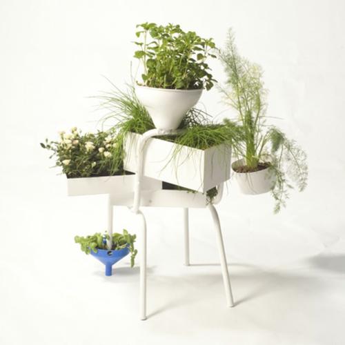 Recycelte Möbel als Pflanzen Behälter verwendet weiß plastisch metall