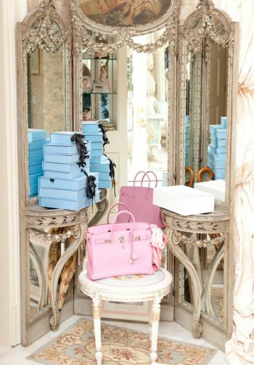 ankleideraum gestalten elegant edel spiegel stuhl schminktisch