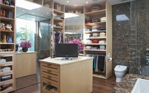ankleideraum gestalten elegant holz bad toilette komputer spiegel wand