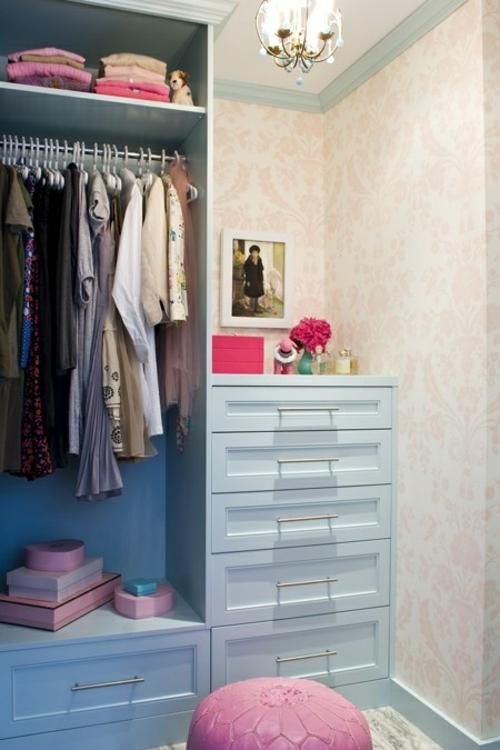 ankleideraum gestalten ordnung schubladen stuhl rosa