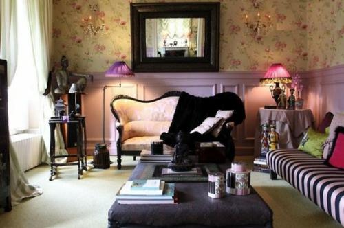 ankleideraum ordnen sofa bank tisch stehlampe spiegel