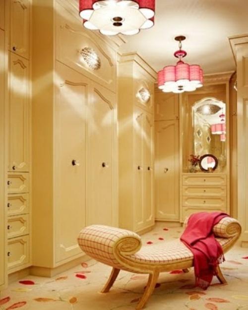 ankleideraum ordnen weiblich rosa akzente designer sofa teppich
