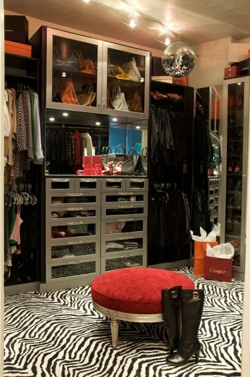 ankleideraum ordnen zebra muster teppich hocher