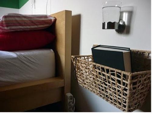 attraktive nacht tisch designs hängende korb buch schlafzimmer