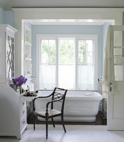 badezimmer design möbel weiblich badewanne lila blumen