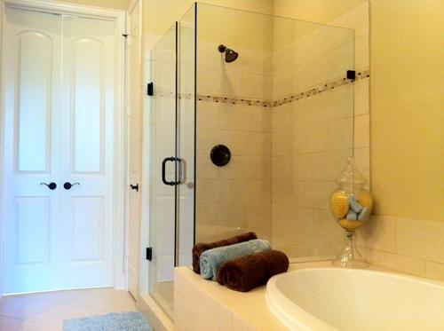 Badezimmer mit dusche idee: fliesen im badezimmer tipps zur ...