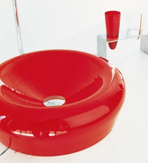 badezimmer ideen auffallende farbige waschbecken. Black Bedroom Furniture Sets. Home Design Ideas